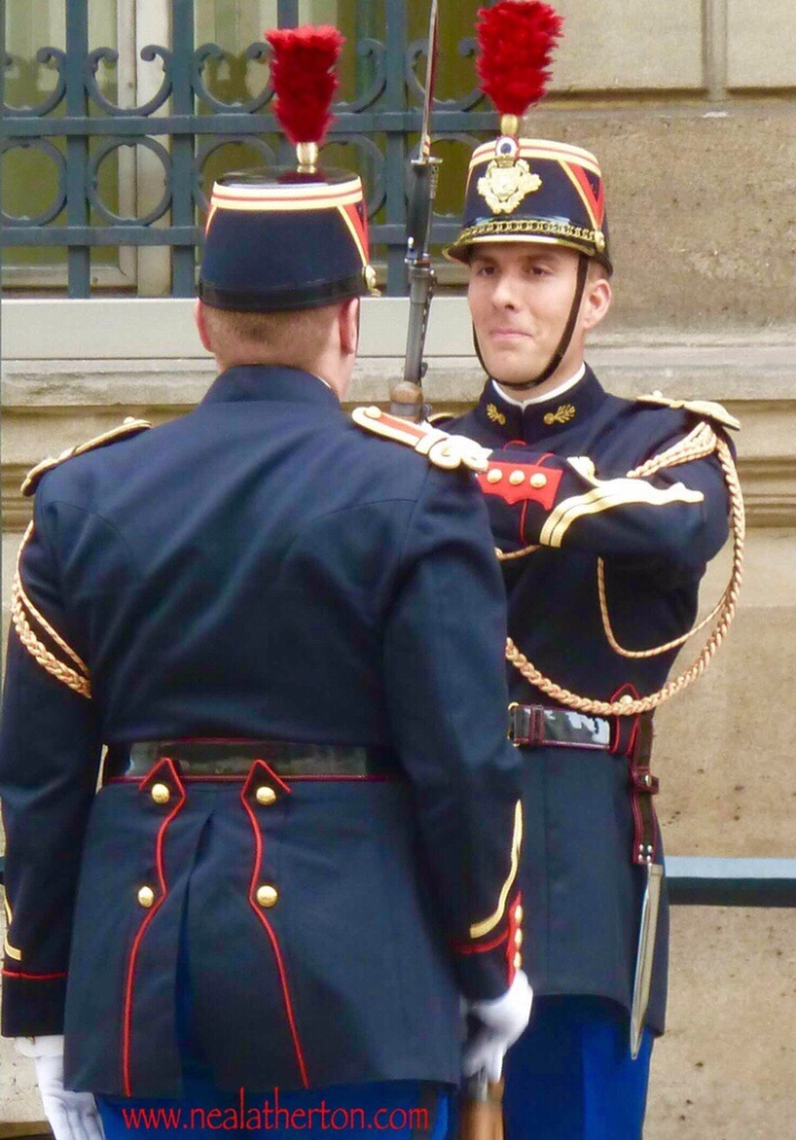 Élysée Palace Paris - Just at the moment the soldier caught my eye and the amusement of the scene